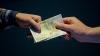 Офицера уголовного преследования подозревают в вымогательстве взятки в 300 евро