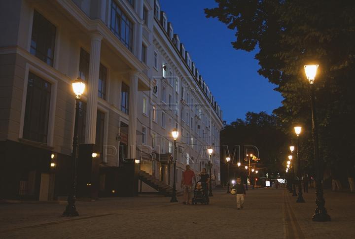 На столичной ул. Диордица включили уличное освещение (ФОТО)