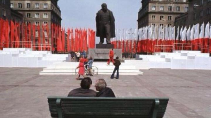 В Польше появился кислотно-желтый писающий Ленин (ФОТО)