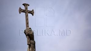 Руководство страны возложило цветы к памятнику Штефану чел Маре (ФОТО)