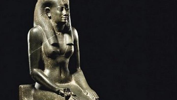 Египет подверг критике продажу в Британии древней статуи
