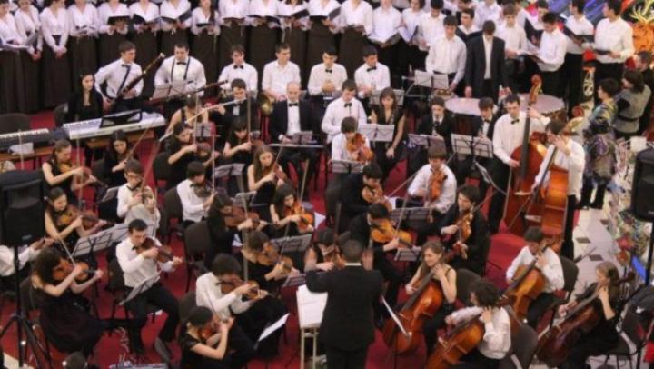 """В рамках кампании """"Возроди Молдову"""" музыканты из Chișinău Youth Orchestra дали концерт в Органном зале"""