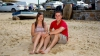 Молодожёны нашли фотографию, где они играют на пляже за 11 лет до первой встречи