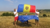 «Подними флаг»: Снимки с триколором присылают со всех уголков мира, где обосновались наши сограждане