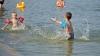 В летних лагерях спасатели учат детей правилам безопасности на воде