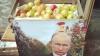 """Флешмоб у посольства России: """"Яблоко, немного удачи и Путин"""""""