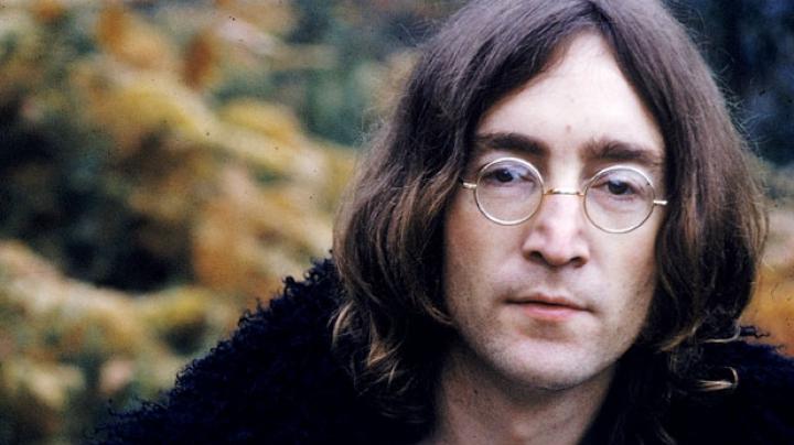 На Алтае открылся сюрреалистический памятник Джону Леннону