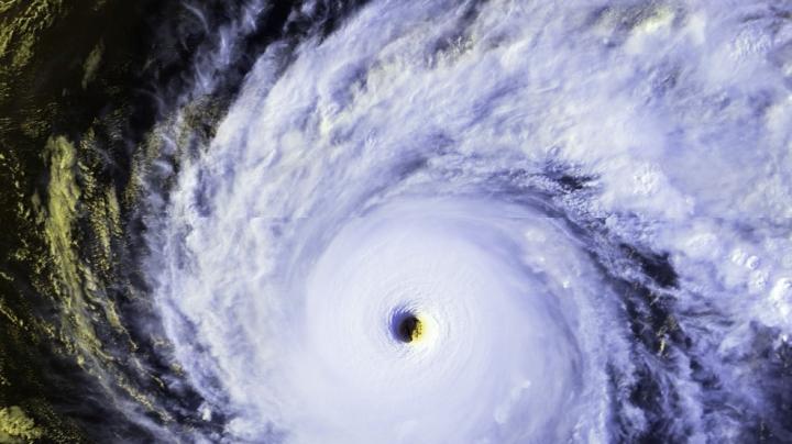"""На Гавайи надвигается ураган """"Изель"""" и тропический шторм """"Хулио"""""""