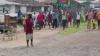 Люди на рынке в Монровии прогоняют человека, зараженного вирусом Эбола (ВИДЕО)