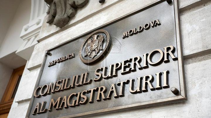 Судья, посадивший мужчину за отсутствие медицинского полиса, может быть санкционирован