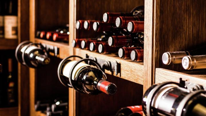 Директор винзавода из Каларашского района собрал впечатляющую коллекцию из 400 бутылок вина
