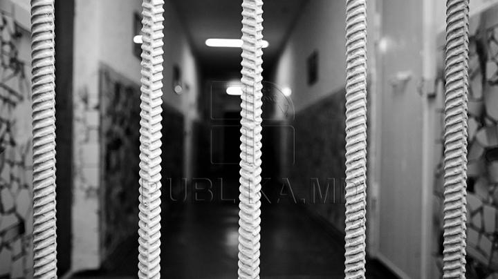 Заключенному добавили срок за нападение на тюремного надзирателя