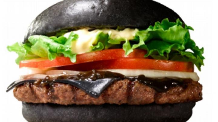 Японский Burger King выпустит два вида черных бургеров