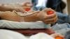 Десятки людей пришли в мобильный пункт приема донорской крови в одном из кишиневских торговых центров