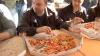 15 жителей столицы соревновались в скоростном поедании пиццы