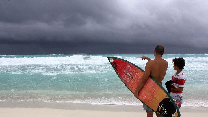 """На Бермудские острова надвигается шторм """"Фэй"""""""