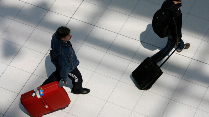 Жители Берлина просят запретить чемоданы на колесах