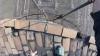 Румынский сорвиголова без страховки забрался на 280-метровую высоту (ВИДЕО)