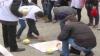 Акцию протеста с кочанами капусты устроили у здания правительства