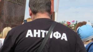 """Эксперты """"Фабрики"""" о тех, кто стоит за организацией """"Антифа"""""""
