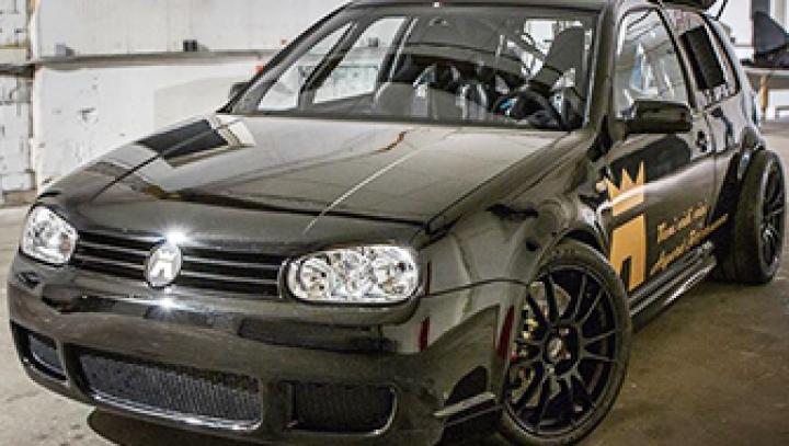 Немцы построили VW Golf с 1500-сильным мотором V10