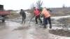 Дорожники в Бричанском районе кладут асфальт в любую погоду, не заботясь о качестве