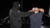 Полицейский спецназ и прокуроры обыскали четыре автомобиля в центре столицы