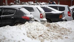Снег не прекращается, дорожные службы работают на пределе возможностей