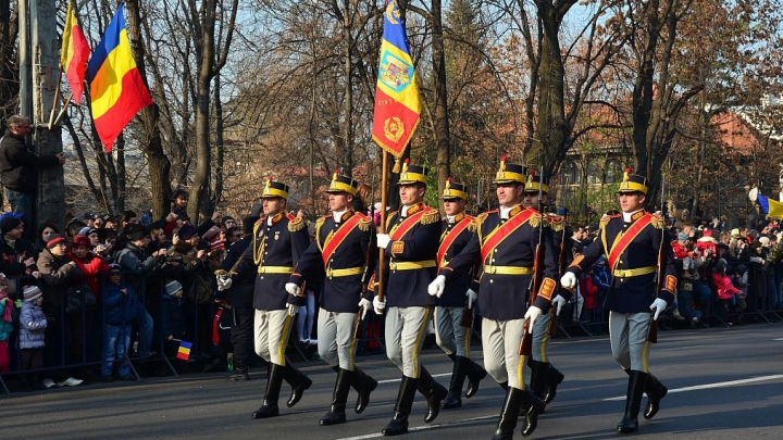 В Бухаресте прошел военный парад в честь Дня национального единения