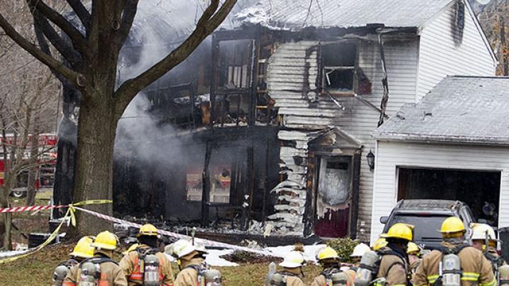 В Мэриленде на жилой дом упал самолет, есть погибшие