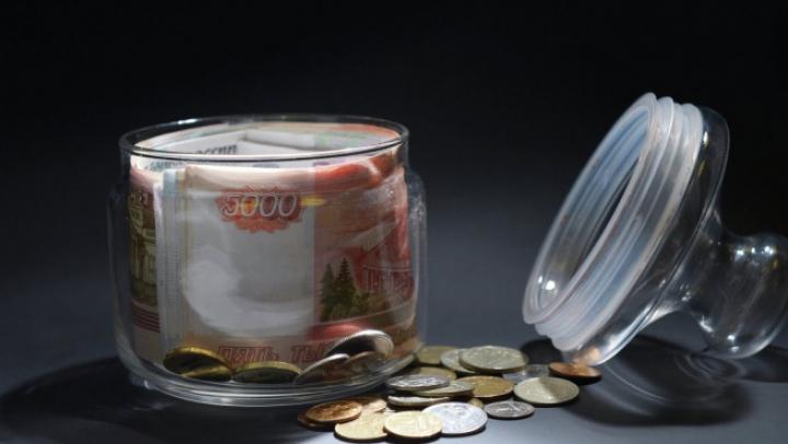 Российский рубль немного укрепил свои позиции по отношению к основным валютам