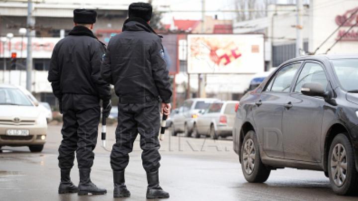 Драка, топор и полиция: в селе Рэдоая два водителя не смогли договориться на дороге