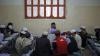 В Пакистане учителям разрешили приходить на уроки с оружием