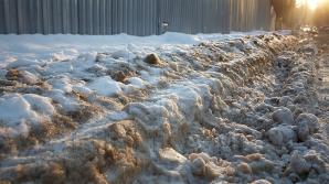 Пешеходы и автолюбители возмущаются из-за слякоти, которая пришла на смену снегу