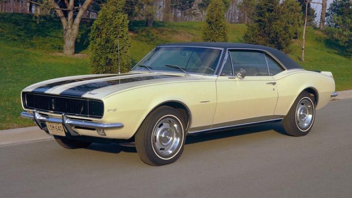 Первые Camaro и Mustang назвали самыми надежными ретро-карами