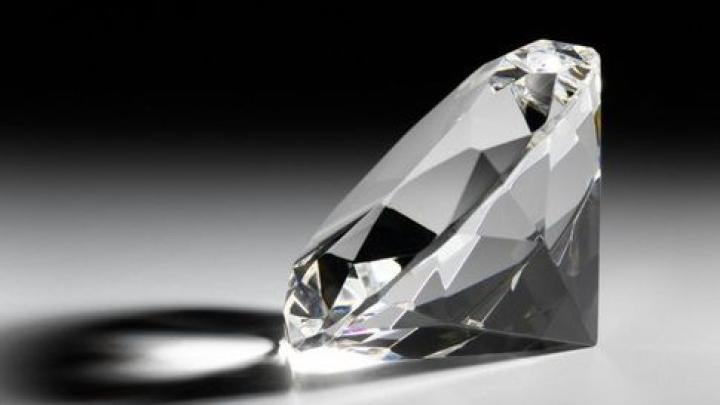 Самый большой искусственный бриллиант представили в Нью-Йорке