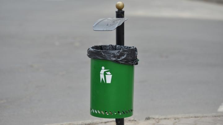 В столице устанавливают новые мусорные урны (ФОТО)