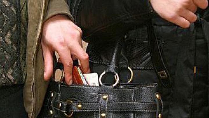 Полиция задержала карманника