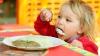 Власти признают, что на организацию детского питания выделяется очень мало средств