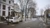 Приключения на столичной пешеходной улице: автомобиль сбил четыре парковочных столбика