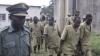 В Зимбабве недовольные обедом заключенные подожгли тюрьму