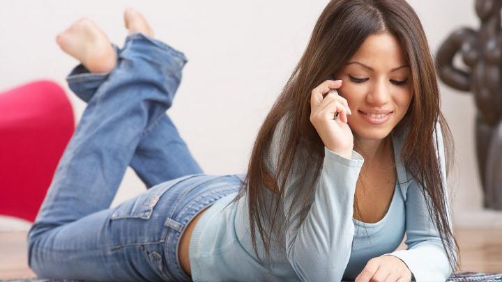 Люди уделяют телефонам больше времени, чем сну