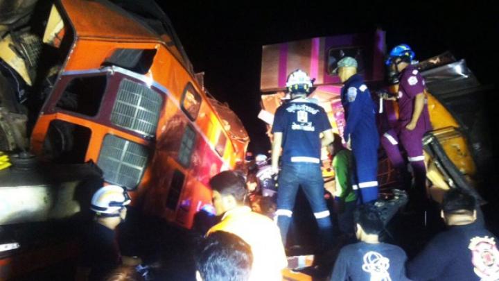 В Таиланде столкнулись два поезда