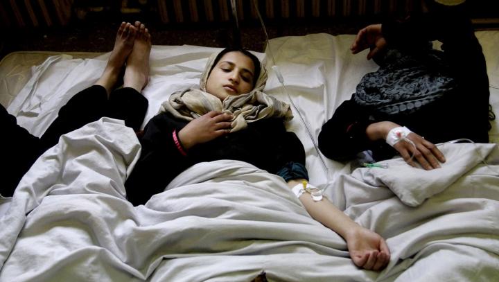 Более 100 афганских школьников отравились фасолью
