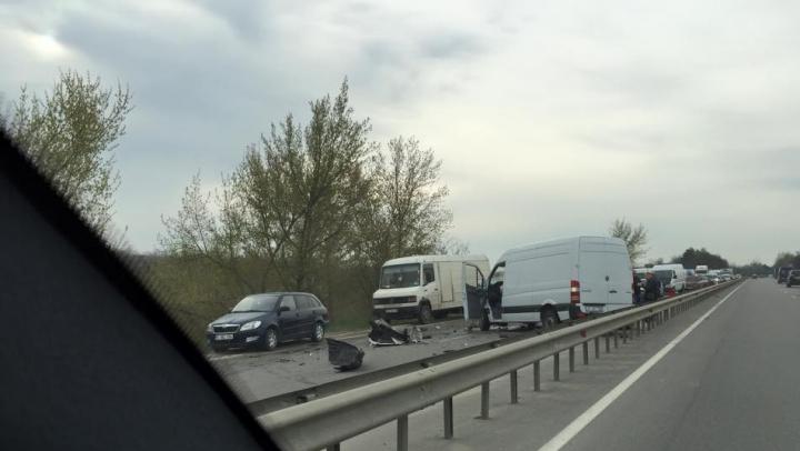 На шоссе Кишинев-Оргеев образовалась километровая пробка
