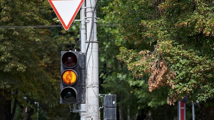 Авария в столице: два водителя не поделили дорогу (ФОТО)