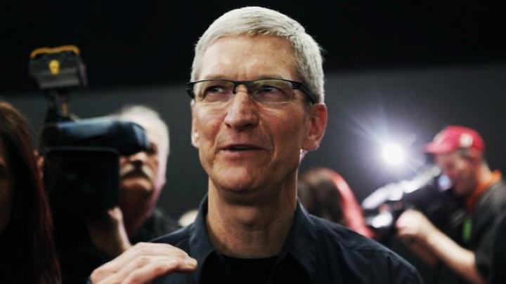 Тим Кук увидел iPhone на картине 17-го века (ФОТО)