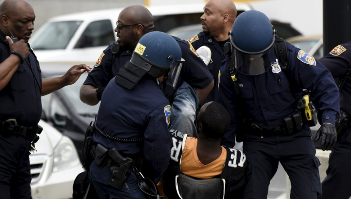 Комендантский час в Балтиморе: арестованы 10 человек