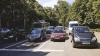 Спешащий столичный водитель припарковался посреди дороги (ФОТО)