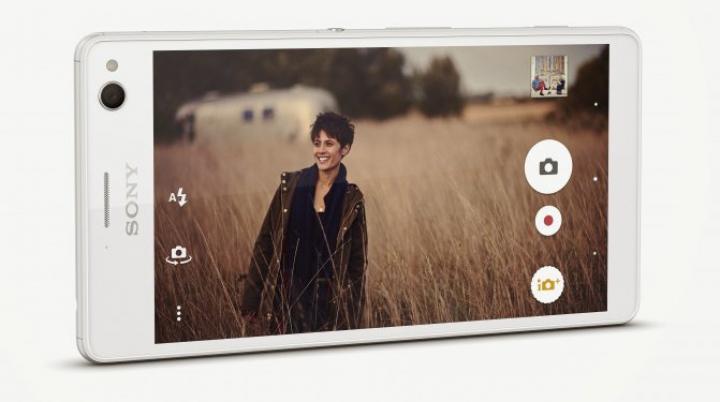 "Sony официально анонсировала ""селфи-смартфон"""